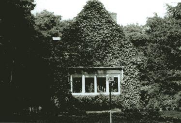 1980.00 - Personeelswoning, werd vanwege de geringe afmeting 'kabouterhuisje' genoemd.