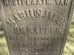 Detail grafsteen begraafplaats Dennenoord. (Foto Monique Huizer)