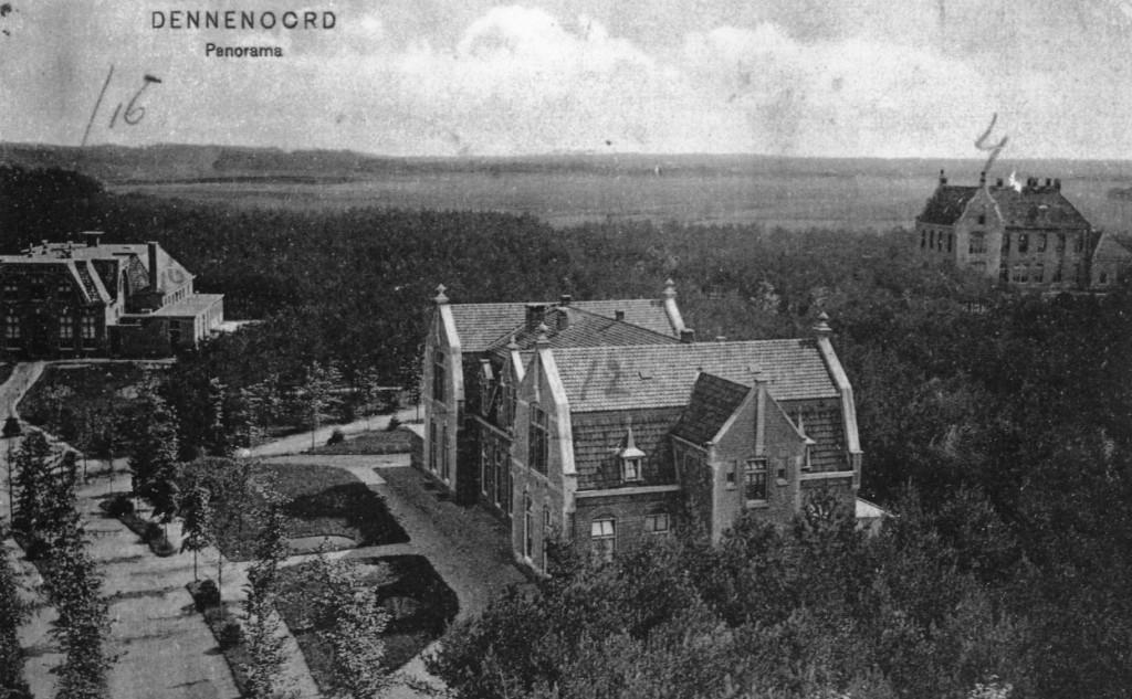 Jaartal onbekend 00 - Borgwal, panaroma Dennenoord, van links naar rechts: Paviljoen 16 (Beukenhof), Paviljoen 12 (Kerkzicht), en Paviljoen 4 (Randwijk).