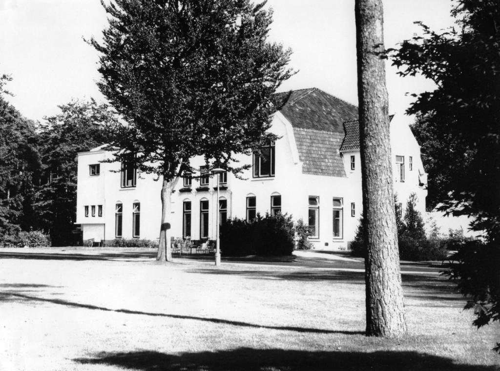 Jaren 30.00 - Borgwal, paviljoen 12 (Kerkzicht). Hier huisden vrouwen met een verstandelijke handicap.